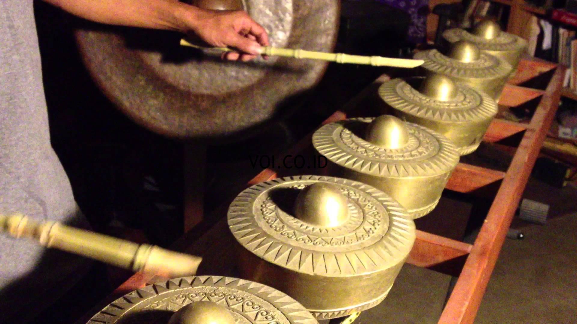 Contoh-Seni-Budaya-Nusantara-Indonesia-Kulintang