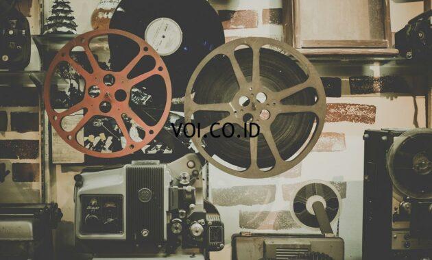 Perbedaan-Ulasan-Buku-Film-dan-Lagu