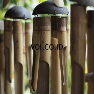Lonceng Angin Dari Bambu dan Batok kelapa